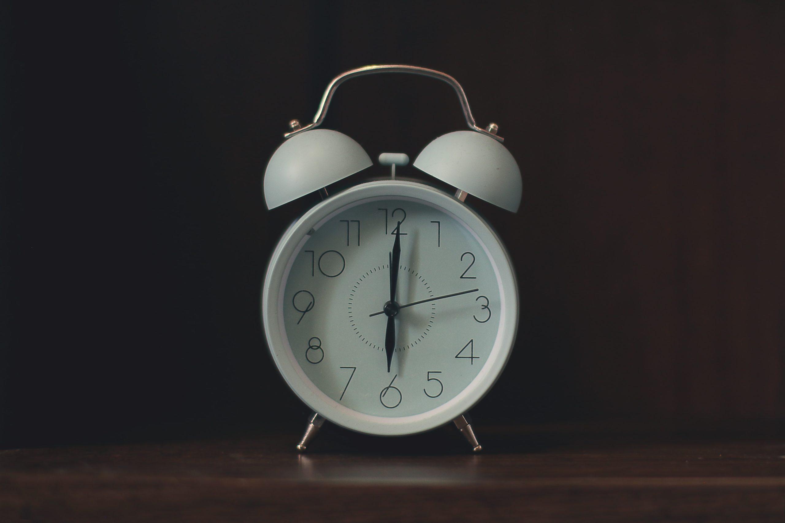 「起きる」の画像