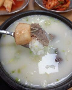 コムタンスープとキムチ